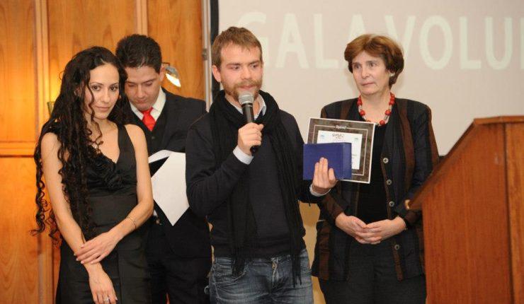 DE NOI DEPINDE VIITORUL LOR  premiat la Gala Naţională a Voluntarilor 2012